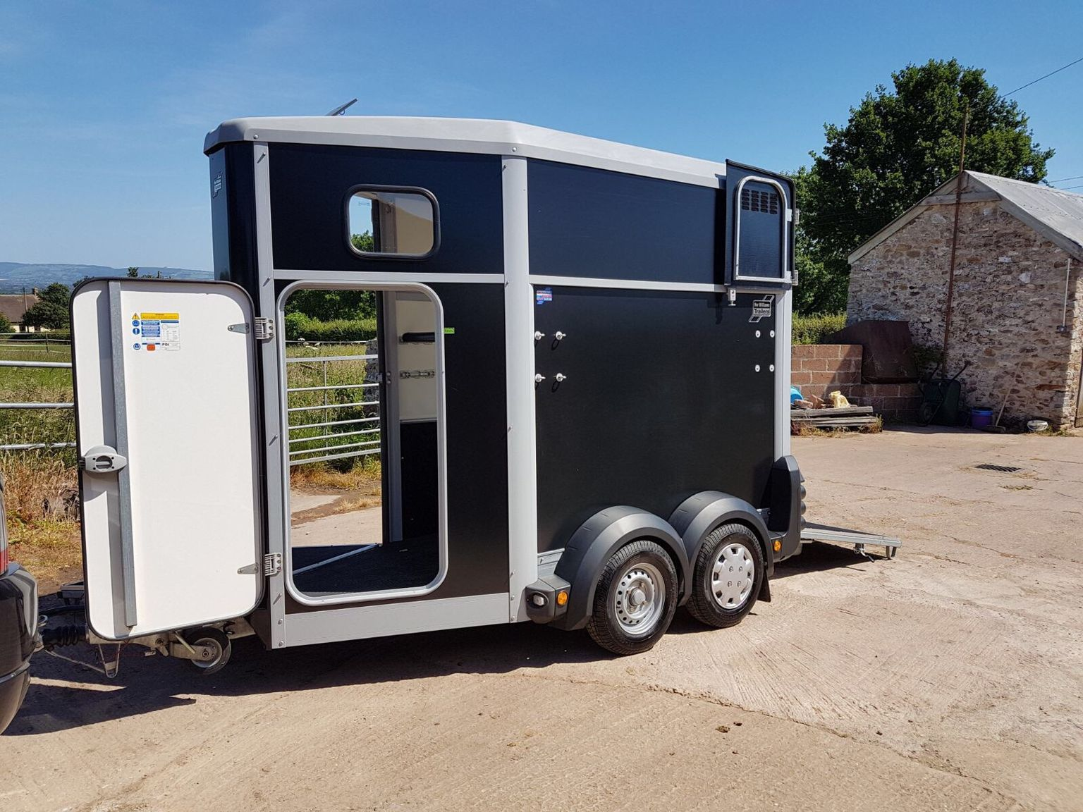 Ifor Williams HB403 Single Horsebox Trailer