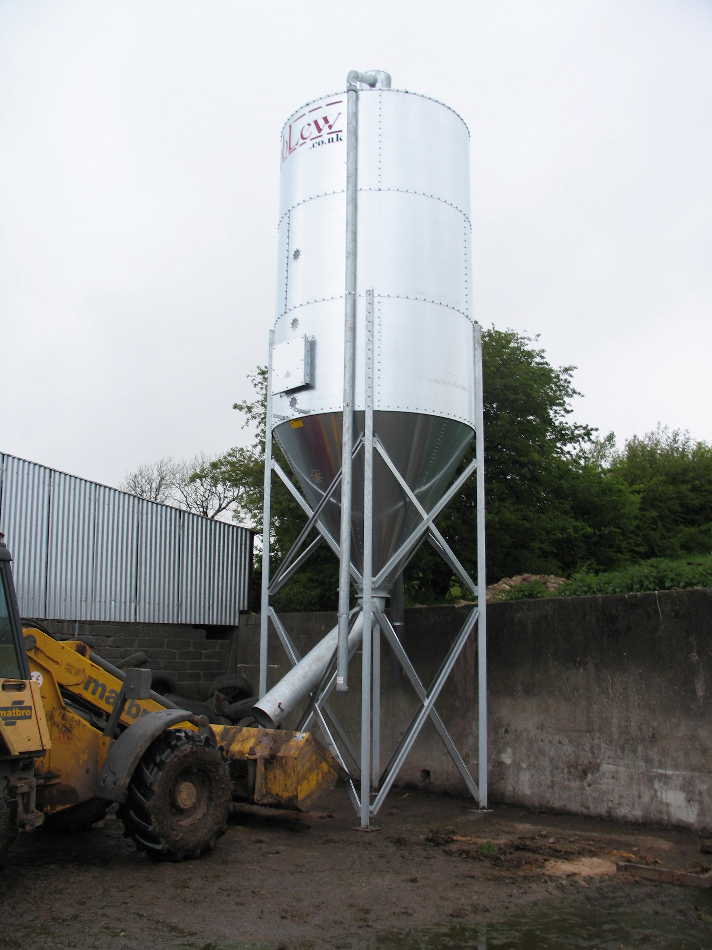 RobLew 3.5 Tonne Single Side Discharge to Loader Buckets Silo