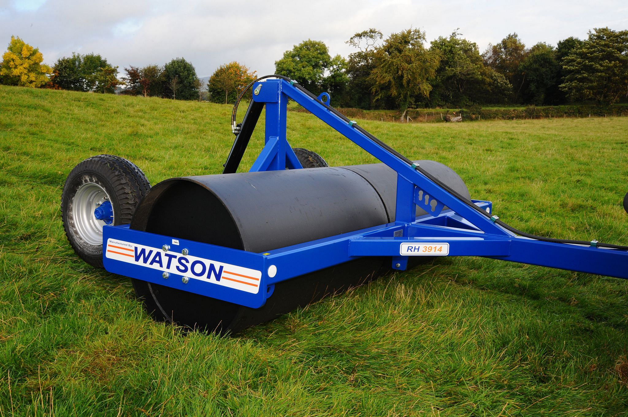 "Walter Watson 2.45m x 36"" x 14mm Water Ballast Land Roller c/w Rear Hydraulic Wheel Kit"