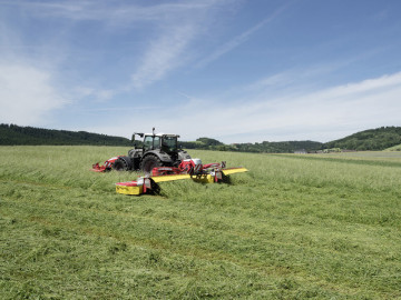 PÖTTINGER NOVACAT A10 ED COLLECTOR Mower Combinations with Centre Pivot Suspension