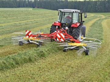 PÖTTINGER TOP 612 Twin Rotor Rake with Centre Swath Placement