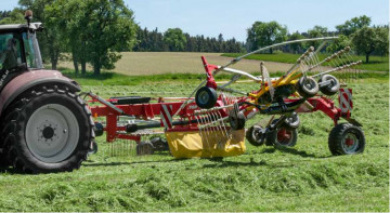 PÖTTINGER TOP 702 C Twin Rotor Rake with Centre Swath Placement