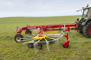 PÖTTINGER TOP 762 C Twin Rotor Rake with Centre Swath Placement