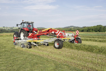 PÖTTINGER TOP 842 C Twin Rotor Rake with Centre Swath Placement
