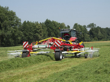 PÖTTINGER TOP 962 C Twin Rotor Rake with Centre Swath Placement