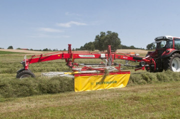 PÖTTINGER TOP 662 Twin Rotor Rake with Side Swath Placement