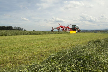 PÖTTINGER TOP 772 Twin Rotor Rake with Side Swath Placement