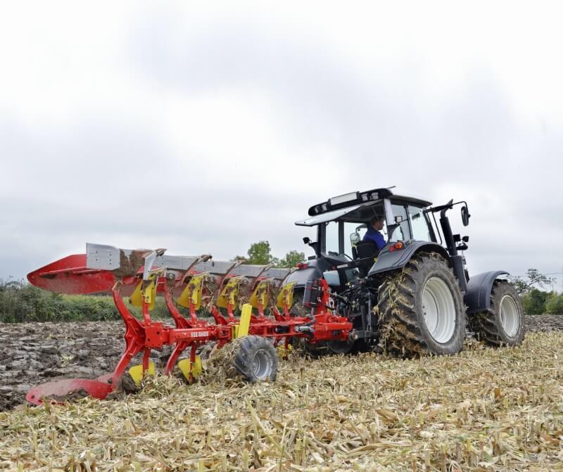 PÖTTINGER SERVO 35 S Four Furrow Plough